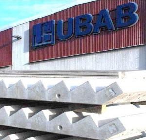 Betongtrappor utanför UBAB
