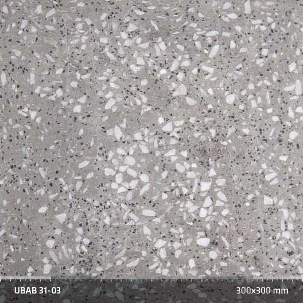 Terrazzo 31:03. Påminner om 31:02, men en mindre fraktion av den svarta Nero Ebano-marmorn tonar ned de svarta inslagen.