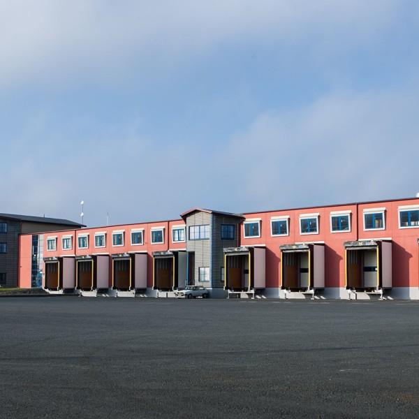 G Claesson Transport AB i Jönköpings byggnad från parkering