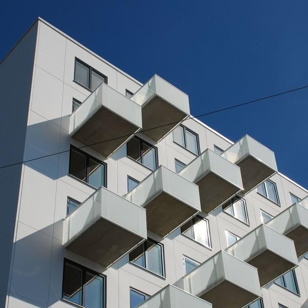 Vita Björn i Göteborg, fasad och balkonger